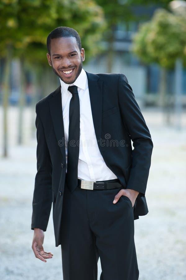 Download Ein Mann In Einer Klage Draußen Stockbild - Bild von modern, braun: 26372277