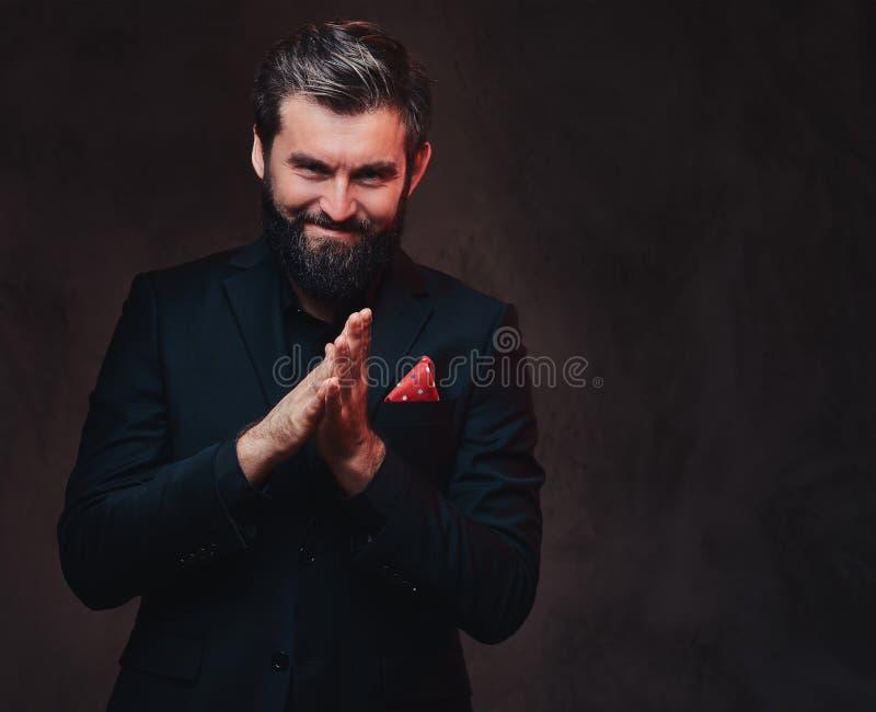 Ein Mann gekleidet in einer eleganten Klage lizenzfreie stockfotografie