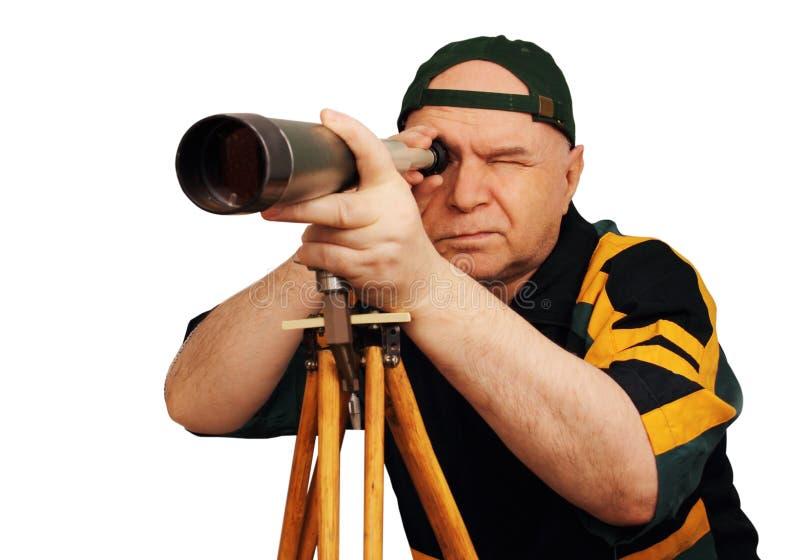 Ein Mann mit einem Teleskop in der Hand lizenzfreie stockfotografie