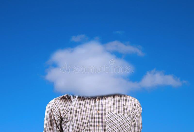 Ein Mann mit einer Wolke anstelle vom Kopf. lizenzfreie stockfotos