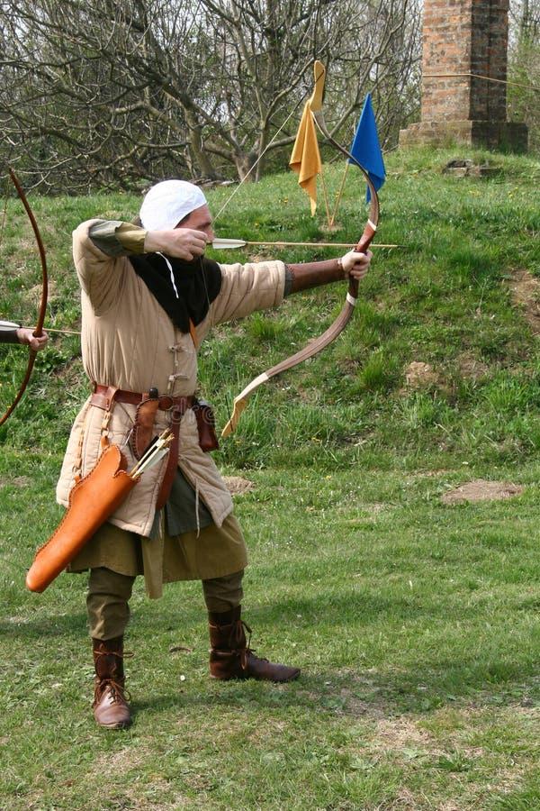 Ein mittelalterlicher Bogenschütze stockbilder