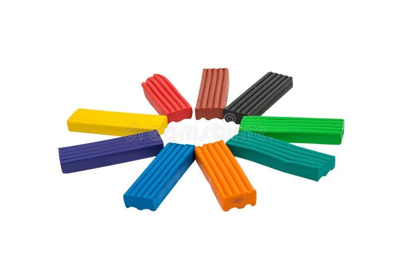 Ein modellierender Lehmball von verschiedenen Farben stockbild