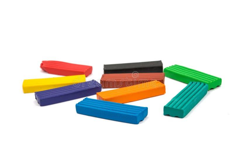 Ein modellierender Lehmball von verschiedenen Farben stockfotografie