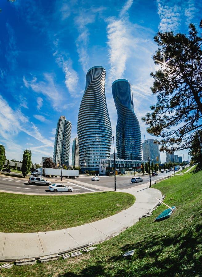 Ein modernes Gebäude bei Mississauga lizenzfreie stockfotos