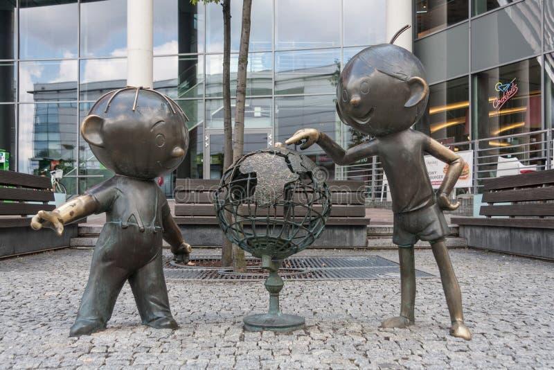 Ein Monument zu den Ikonen der polnischen Animation von Bolek und von Lolek stockfoto