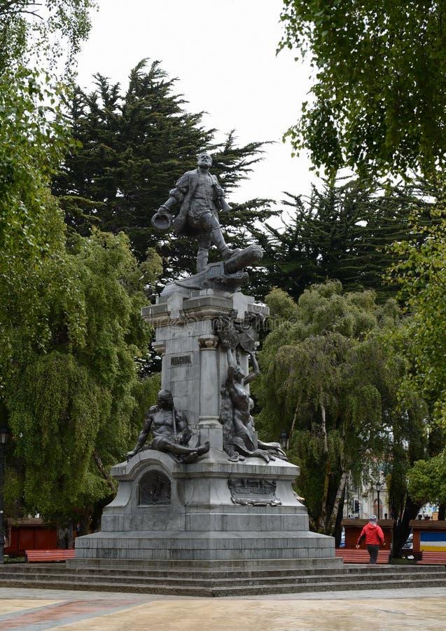 Ein Monument zu Fernando Magellan in Punta Arenas stockfotografie