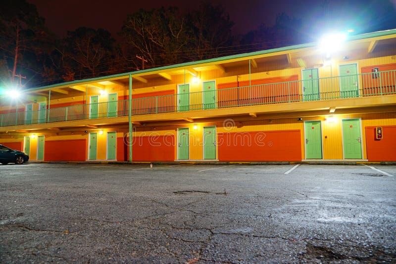Ein Motel nachts lizenzfreies stockbild