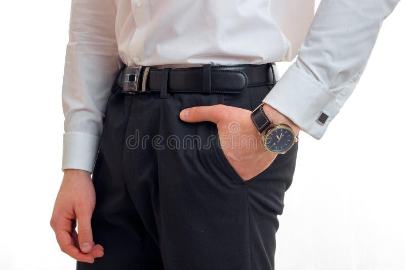 Ein Nahaufnahmeporträt Männer ` s von Hose und von Stunden an Hand stockfoto
