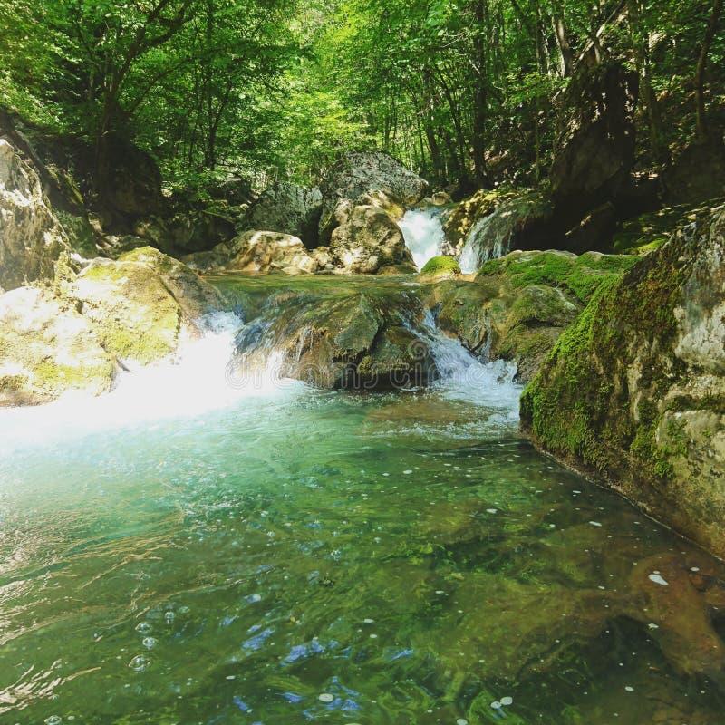 Ein natürlicher Wasserfall im Grand Canyon der Krim stockfoto