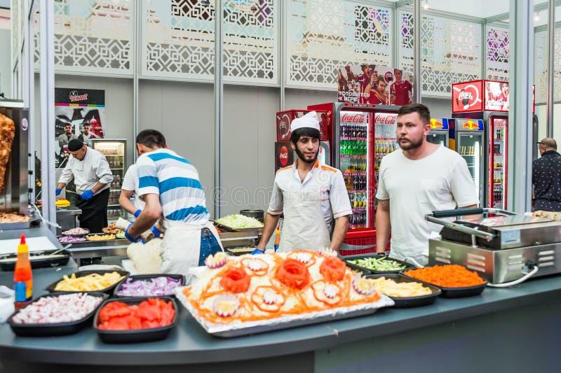 Ein nationales Haus für mexikanische Fans in Gostiny Dvor Cafébistros mit Mexikaner und anderen Tellern lizenzfreies stockbild