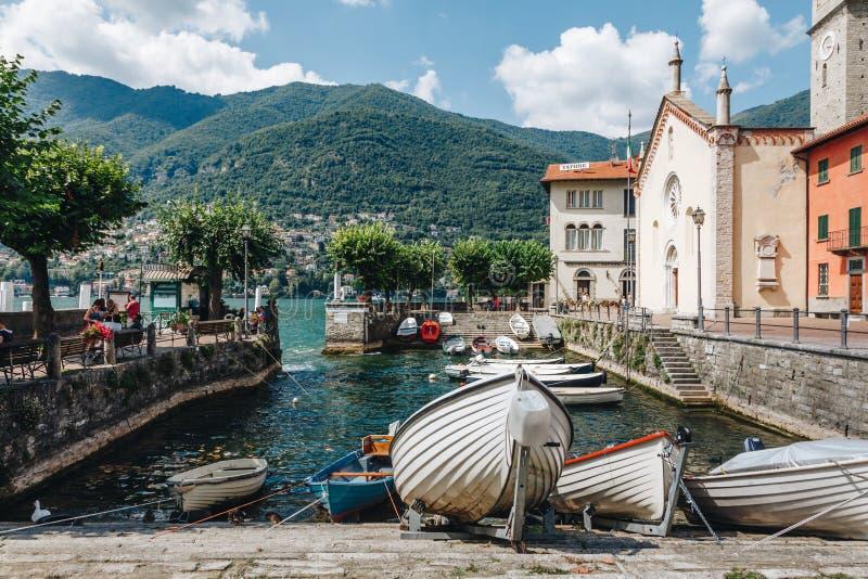 ein nettes Dorf am como See lombardei lizenzfreie stockbilder