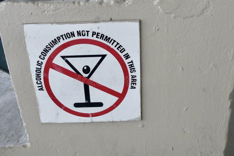 Ein nettes Zeichen in Richtung zu den Leuten, die trinken mögen stockbilder