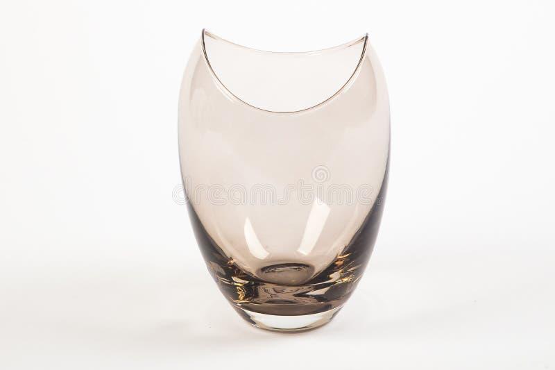 Ein niedriger Porzellanvase hergestellt vom transparenten braunen Glas stockbilder