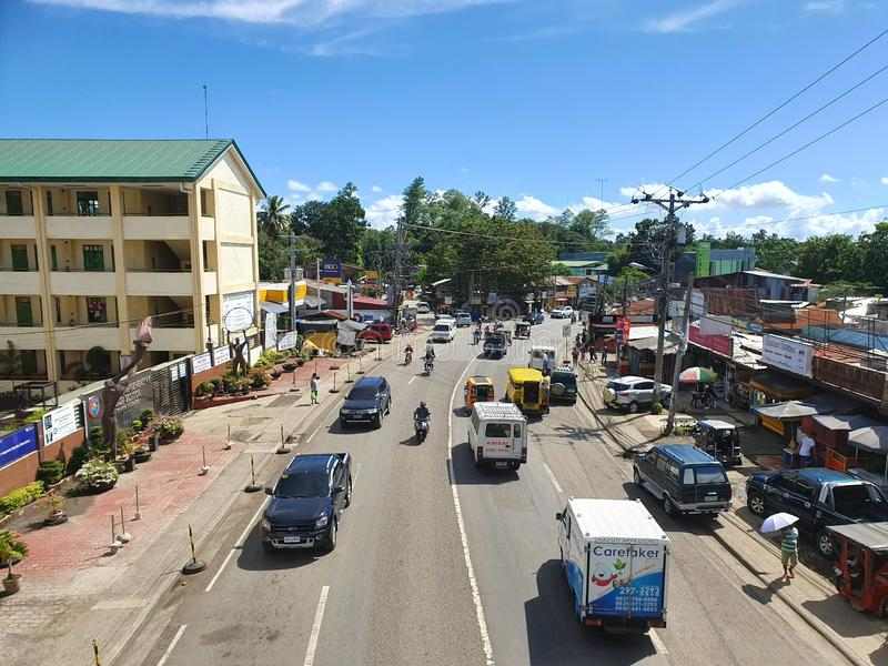 Ein normaler Tag in Mintal, Davao City, Philippinen mit weniger Verkehr lizenzfreie stockfotos