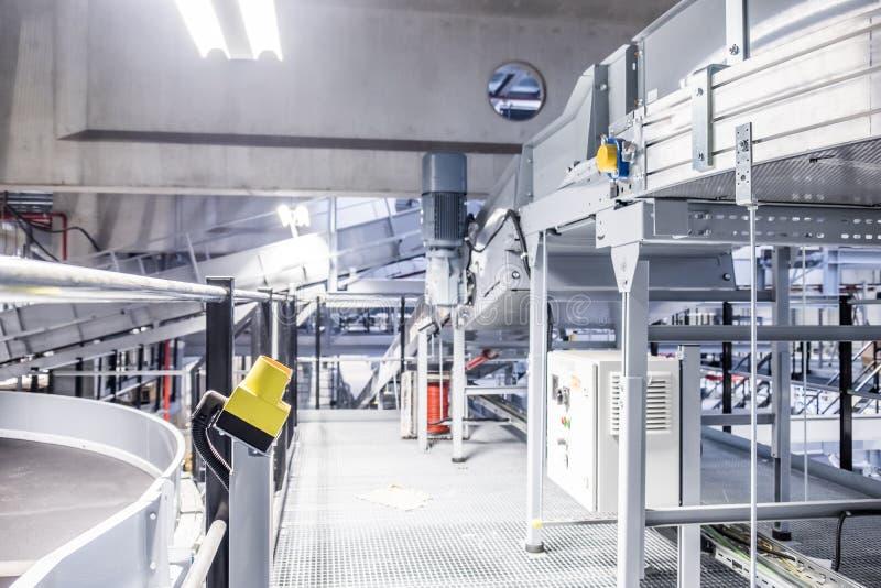 Ein Notknopf in einer Industrieanlage lizenzfreies stockbild
