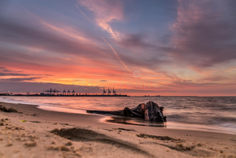 Ein orange Sonnenuntergang stockfoto