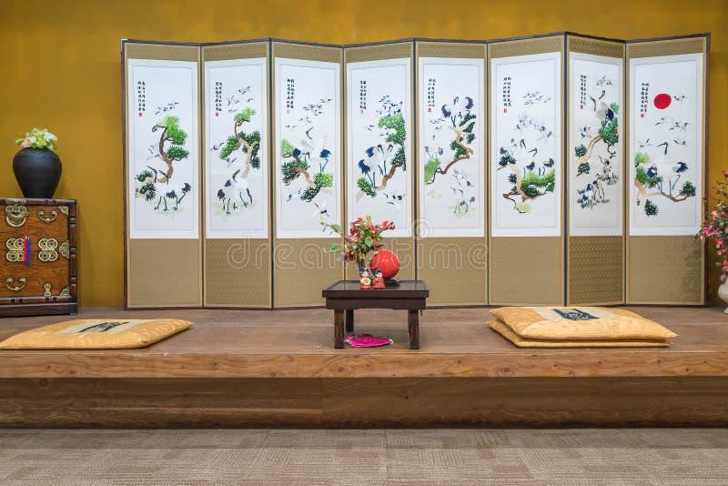 Ein orientalisches (koreanisch, japanisch, chinesisch) Artweinlese-Luxus livin stockfoto