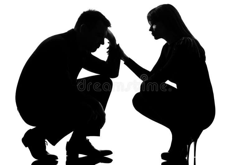 Ein Paar bemannen das trauriges und der Frau interessierende Trösten stockbilder