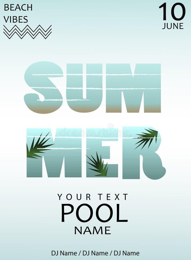 Ein Paar der Sonnenbrillen und des Sommerstrohhutes, die auf Ziegelsteinen neben einem funkelnden Pool stillstehen Flasche Wasser stockfotografie