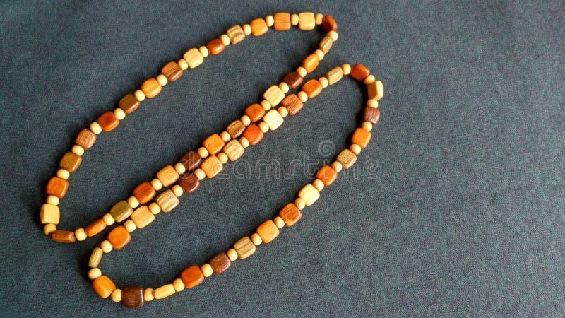 Download Ein Paar Holzperlen stockbild. Bild von rosaries, atmosphäre - 96925291