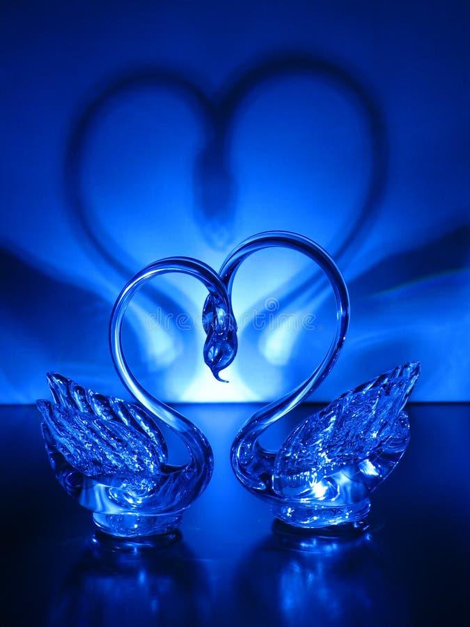 Ein Paar Kristallschwäne lizenzfreie stockfotos