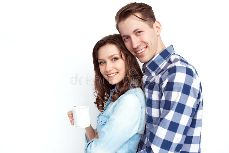Ein Paar mit einer Schale stockbilder
