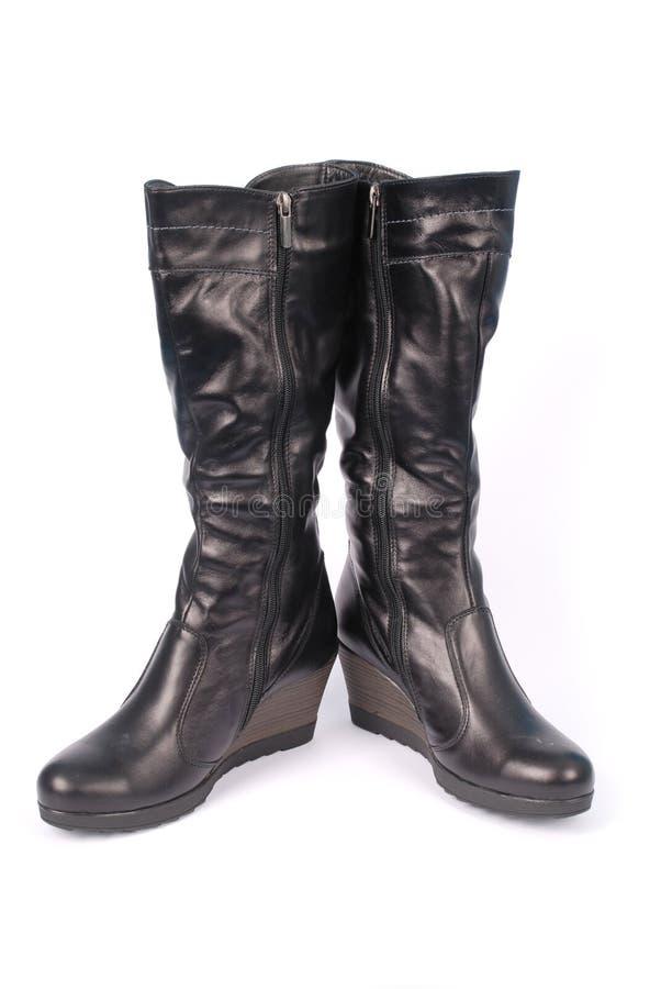 Ein Paar schwarze lederne Frauen ` s Stiefel stockbild