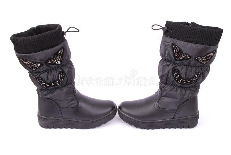 Ein Paar schwarze Stiefel für Kinder lizenzfreie stockbilder