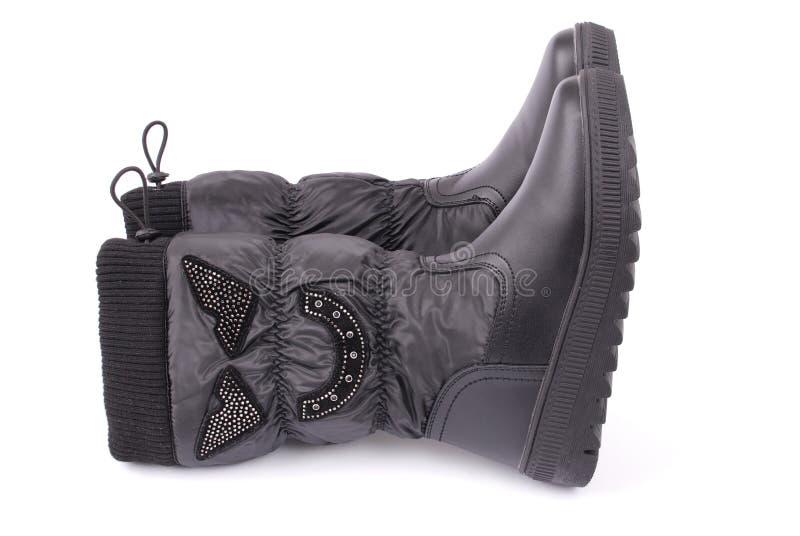 Ein Paar schwarze Stiefel für Kinder lizenzfreie stockfotografie
