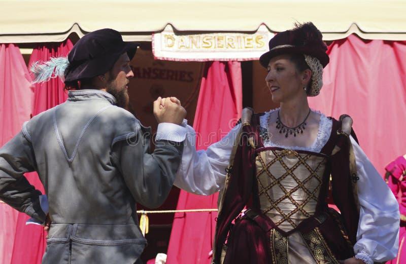 Ein Paar-Tanz am Arizona-Renaissance-Festival stockbild