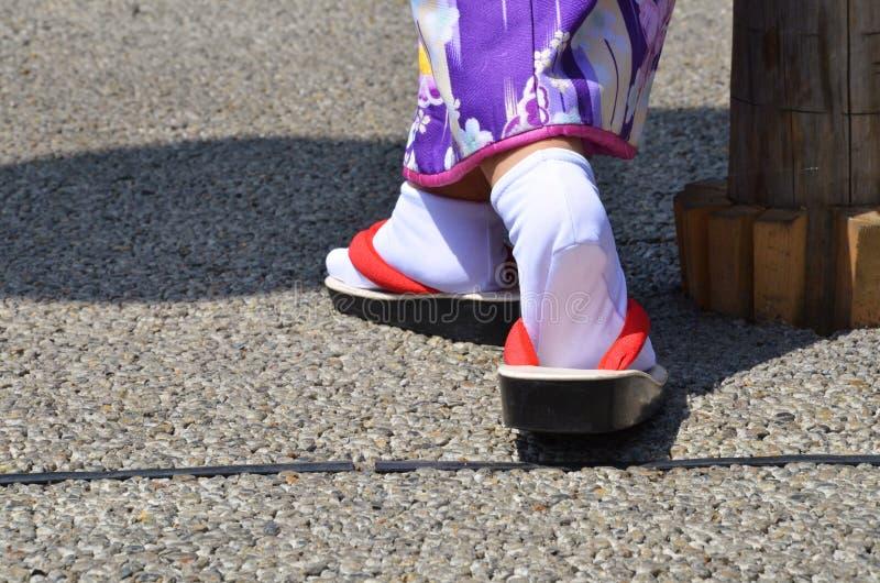 Ein Paar traditionelle japanische Schuhe stockfotografie