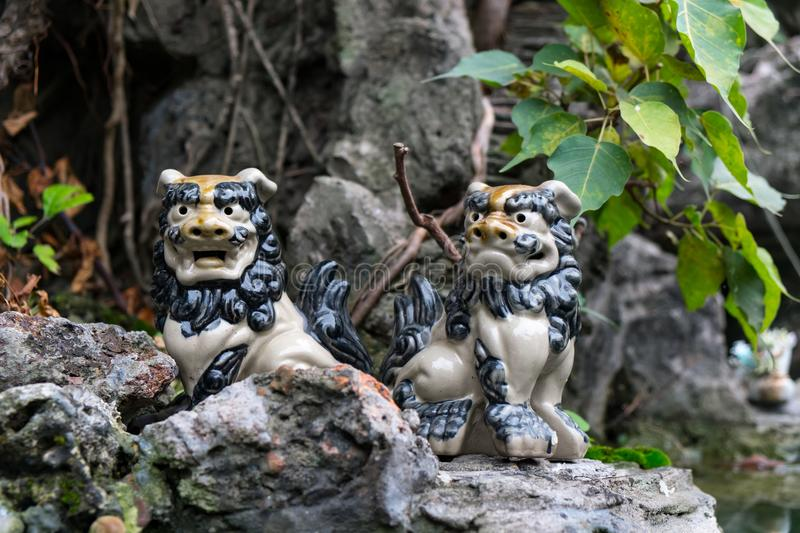 Ein Paar von Foo Dogs in Vietnam stockfotos