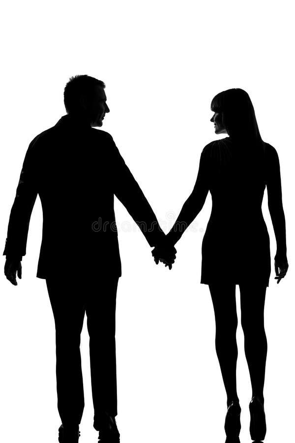 ein Paarmann und -frau, die Hand in Hand gehen lizenzfreie stockfotografie