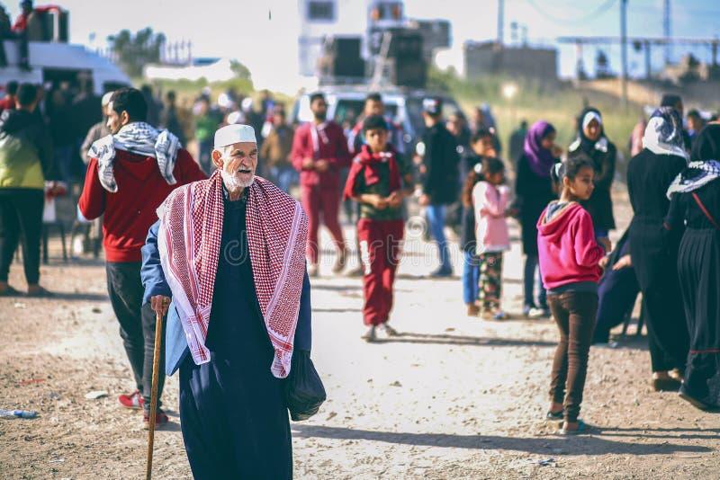 Ein palästinensischer Mann betrachtet das Leben lizenzfreies stockfoto