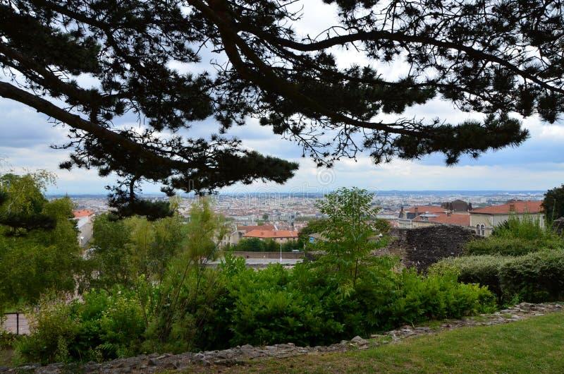 Ein panoramisches der Stadt des Lyons außer Baum lizenzfreie stockbilder