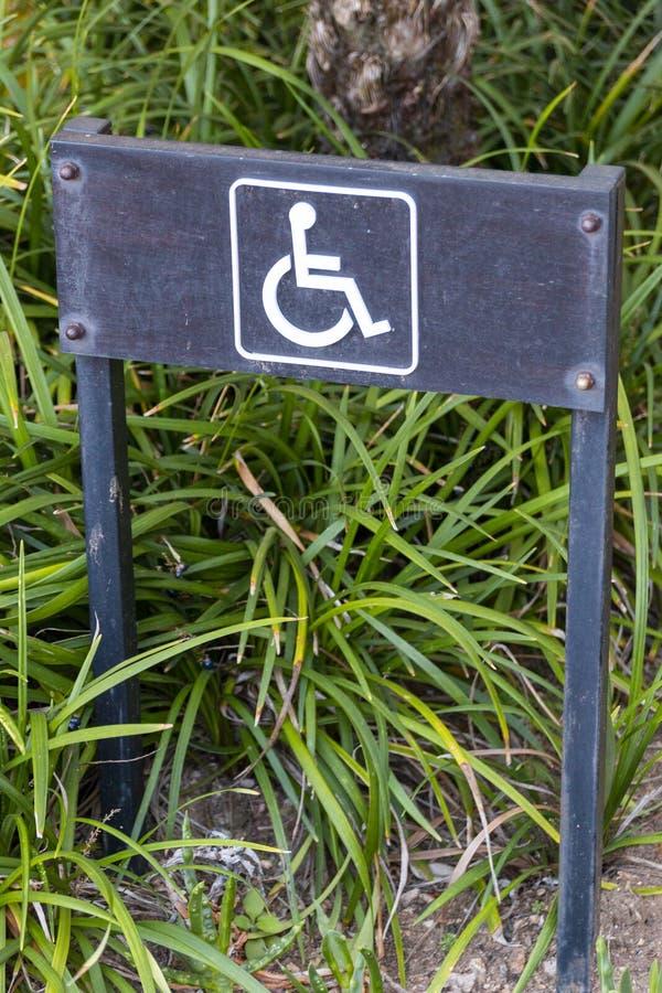 Ein Paraplegiker-Parkzeichen stockfotografie