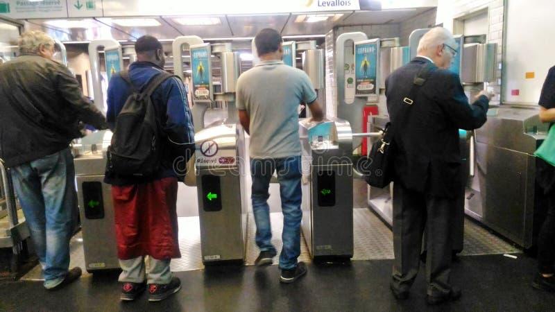 Ein Paris-Metro-Tor stockfoto