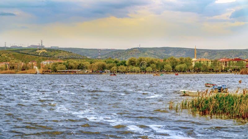 Ein Park nahe See Mogan mit Golbasi-Stadt Ankara, die T?rkei stockbild