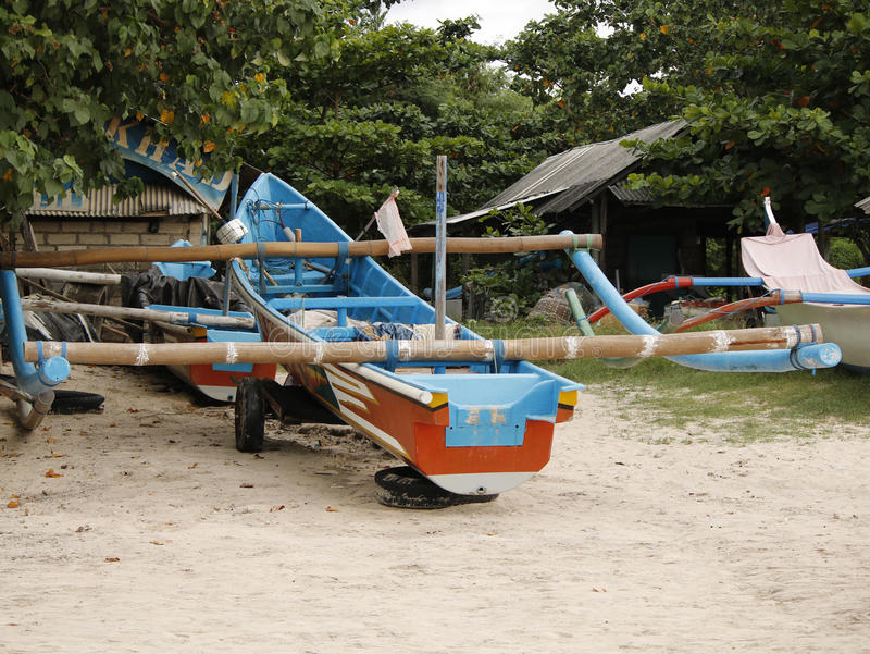 Ein Parktrimaranboot stockbild