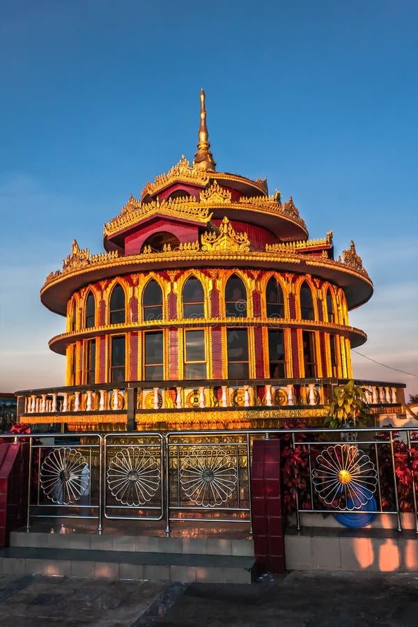 Ein Pavillon nahe der goldenen Felsen-Pagode, Kyaiktiyo, Myanmar stockfotografie