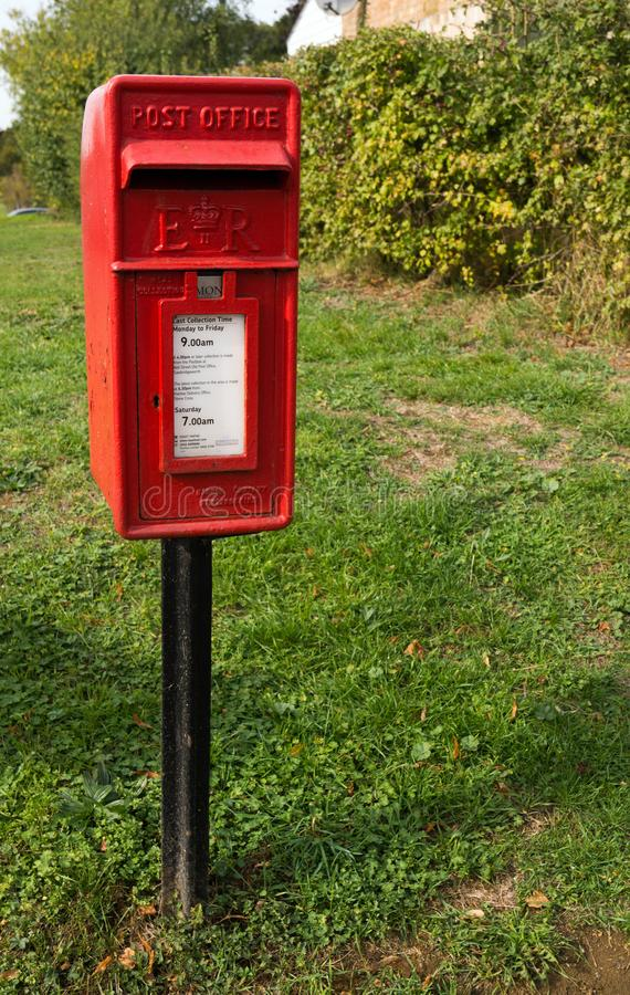 Ein Pfosten brachte Briefkasten in Sawbridgeworth, Hertfordshire an stockfoto