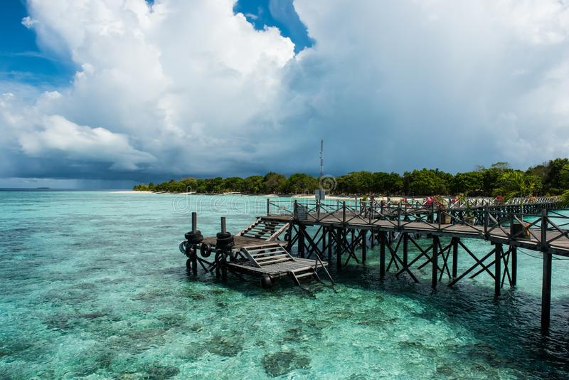 Ein Pier auf Pom Pom Island stockbild