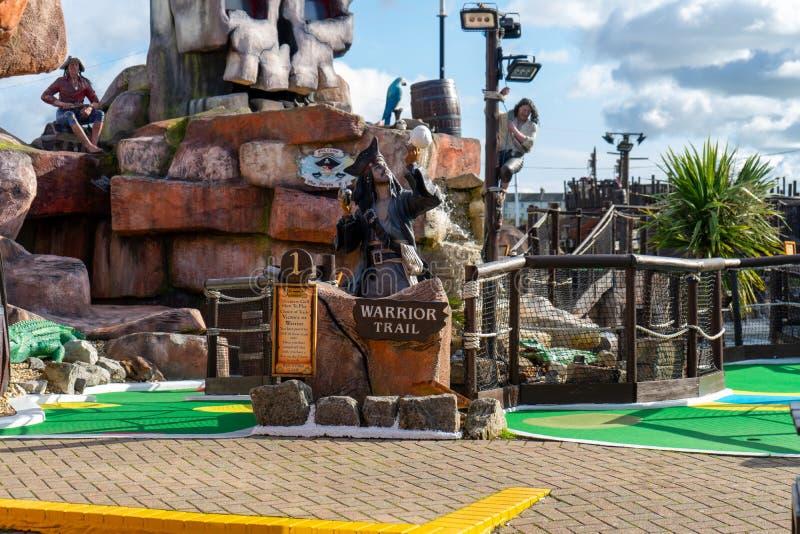 Ein Pirat-Minigolf oder Mini-Goldplatz stockbilder