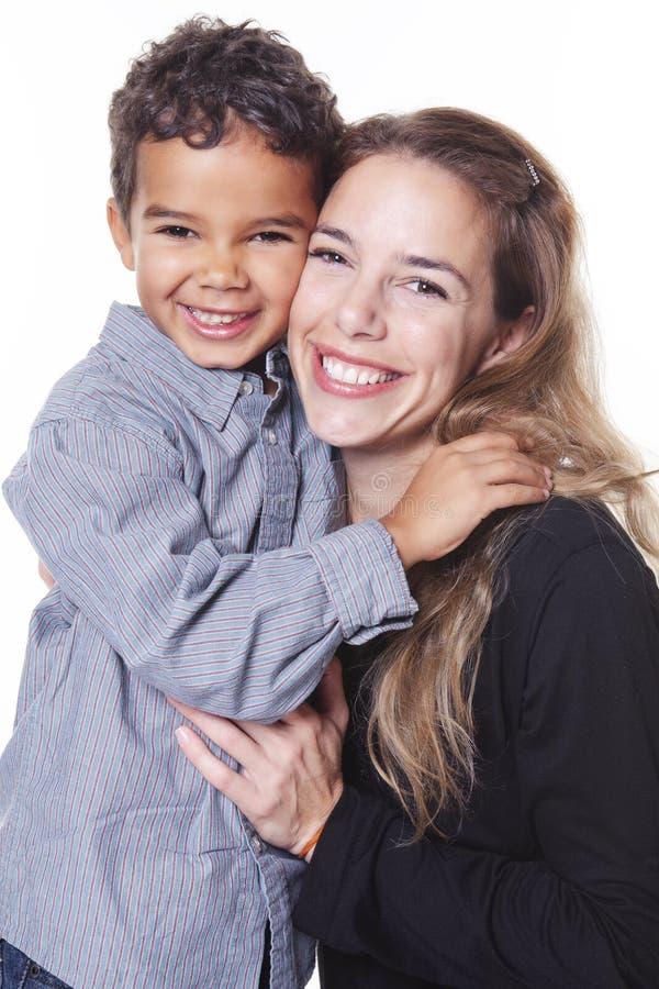 Ein Porträt der glücklichen netten afrikanischen Familie lizenzfreie stockbilder