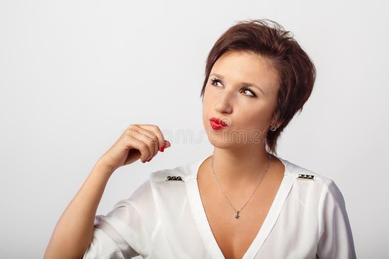 Ein Porträt der jungen Frau stockfotografie