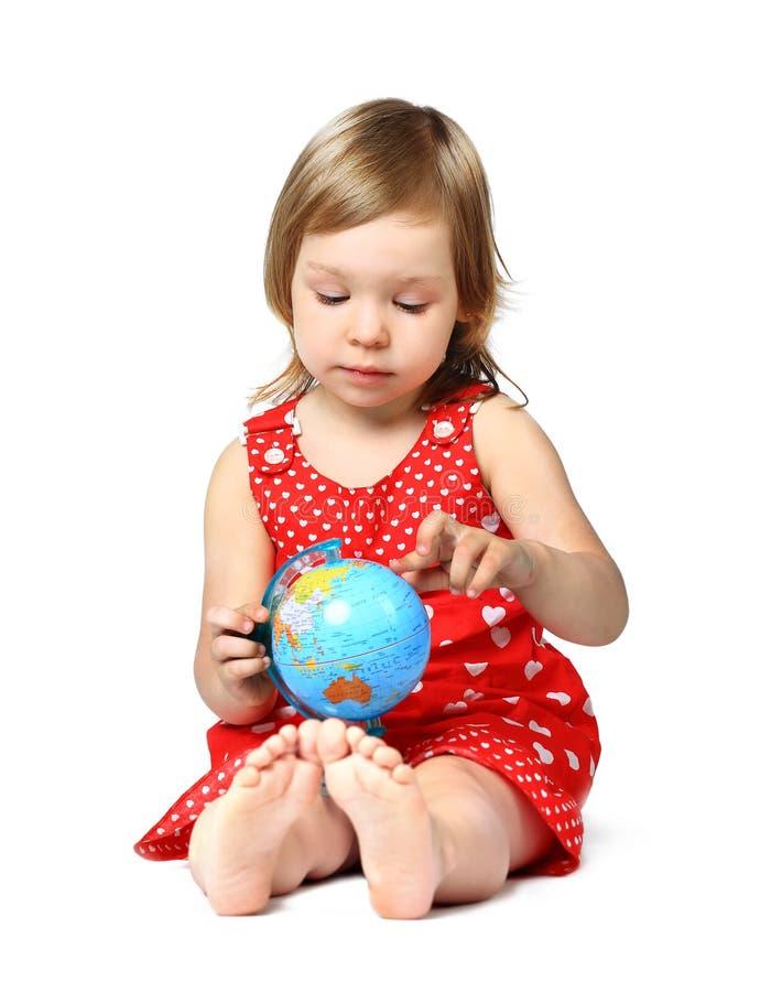 Ein Porträt eines kleinen Mädchens der Mode recht mit lizenzfreie stockbilder