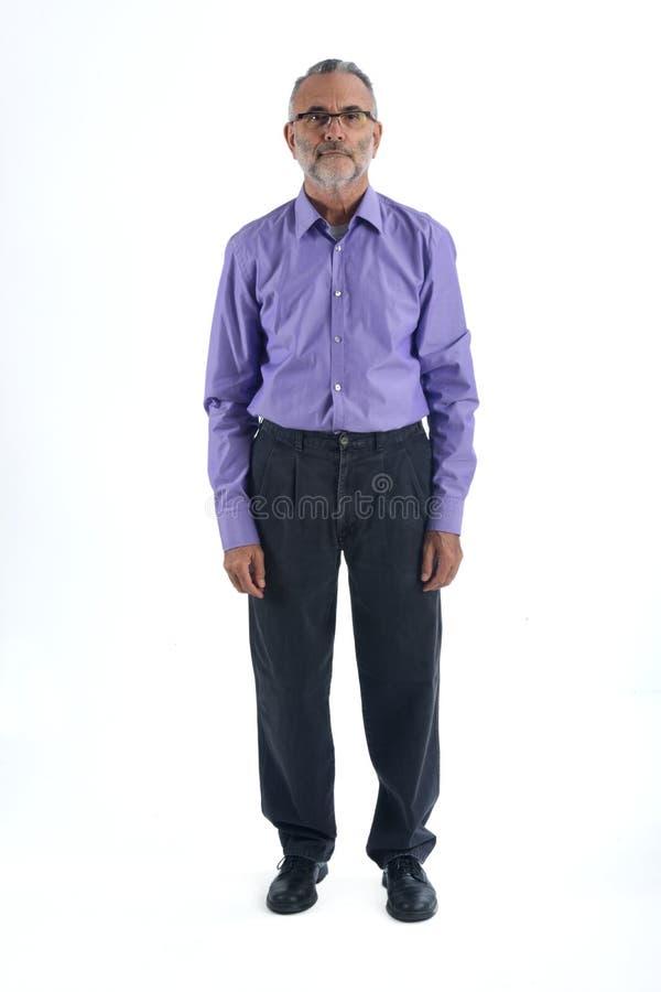 Ein Porträt eines vollen Körpers des reifen Mannes stockbild