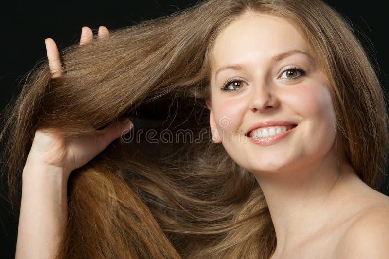 Ein Portraitabschluß oben des schönen Mädchens stockfotografie
