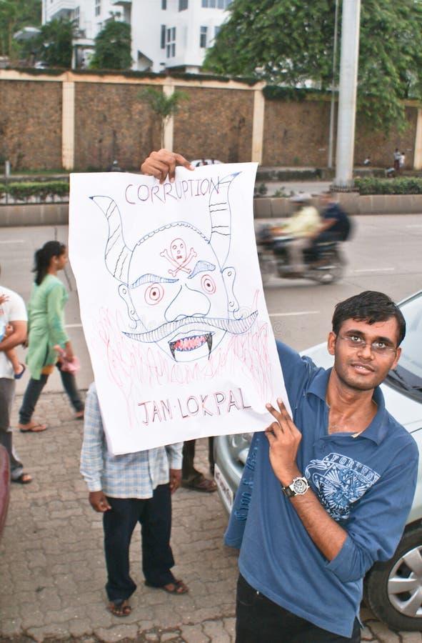 Ein Protestierender mit seinem anti-corruption Schild stockfoto
