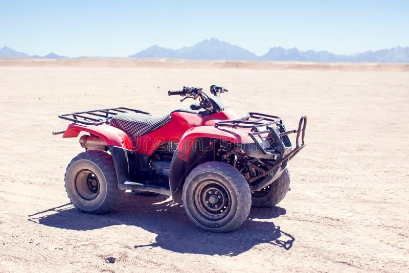 Ein Quad in der Wüste lizenzfreie stockbilder